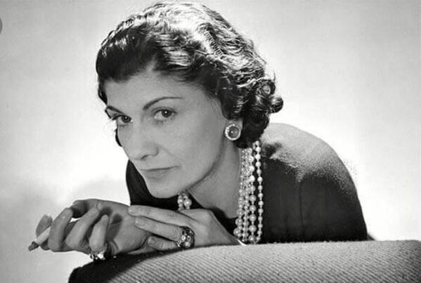 Nel 1921 Gabrielle Chanel inventò una fragranza inimitabile: Chanel N°5. - Sputnik Italia