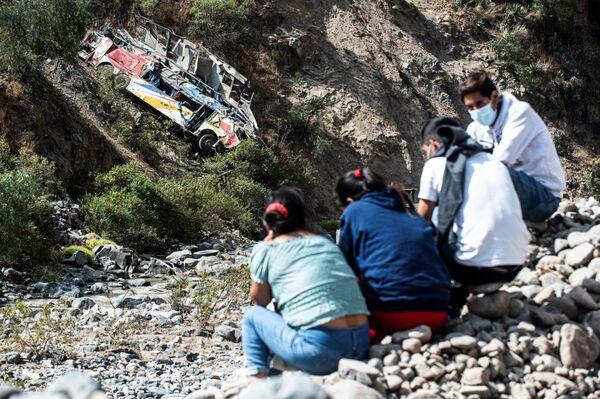 Almeno 32 persone sono morte, tra cui due bambini di 3 e 6 anni, e 22 sono rimaste ferite, in un incidente stradale nel Perù centrale. Un autobus, partito da Huanuco per Lima, è precipitato in un burrone. - Sputnik Italia