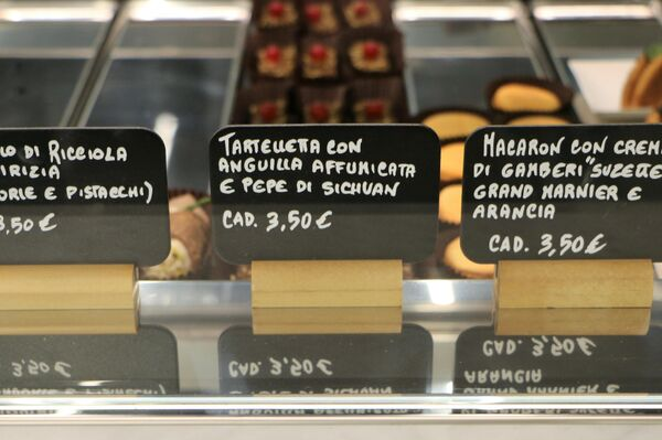 Cannoli, tartellette e macaron al Mercato Centrale a Milano - Sputnik Italia