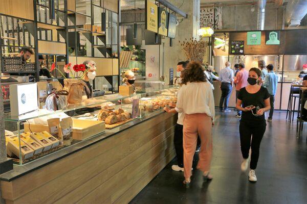 I visitatori scelgono i pasti al Mercato Centrale a Milano - Sputnik Italia