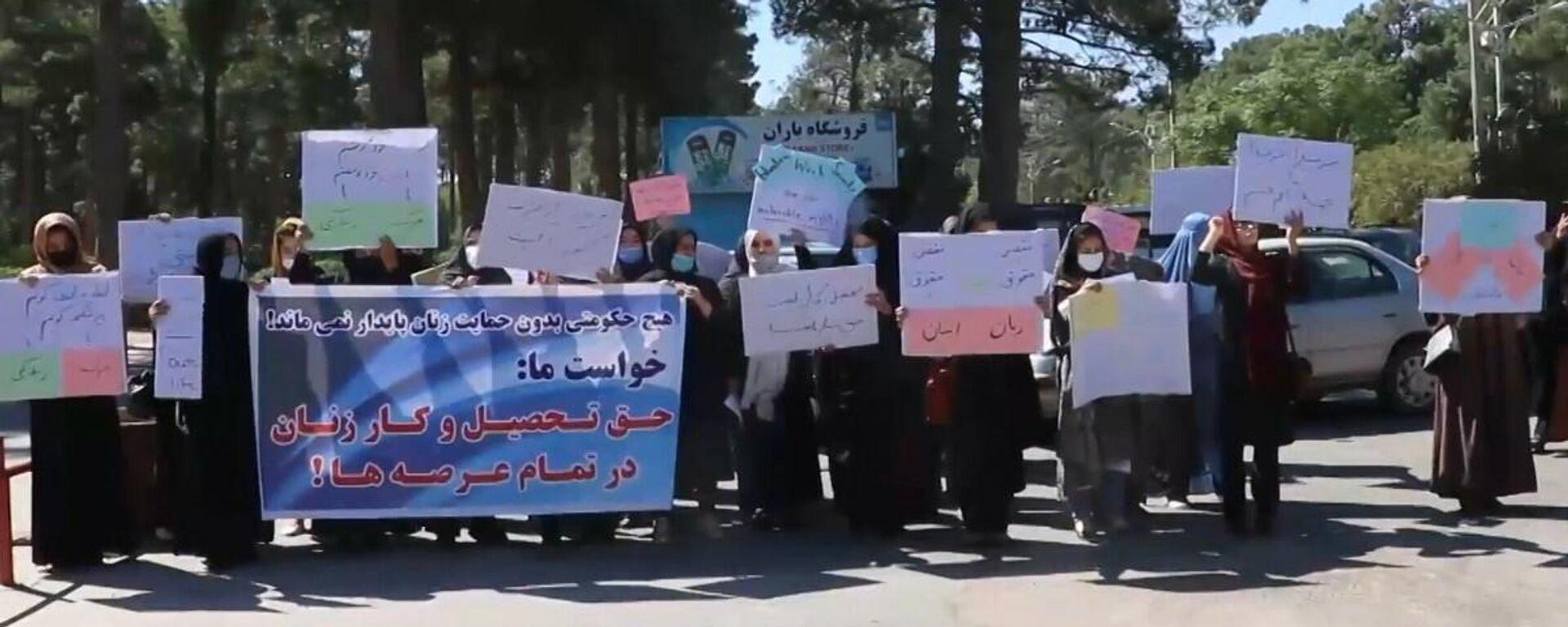 Herat: donne manifestano contro l'esclusione dalla politica sotto il dominio dei talebani - Sputnik Italia, 1920, 03.09.2021