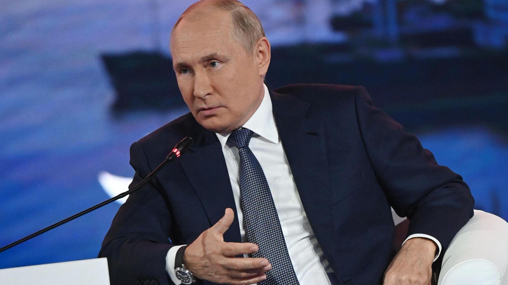 Il presidente russo Vladimir Putin al Forum Economico Orientale - Sputnik Italia, 1920, 14.09.2021