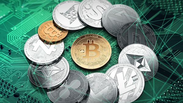 Различные криптовалюты с золотым биткойном посередине - Sputnik Italia