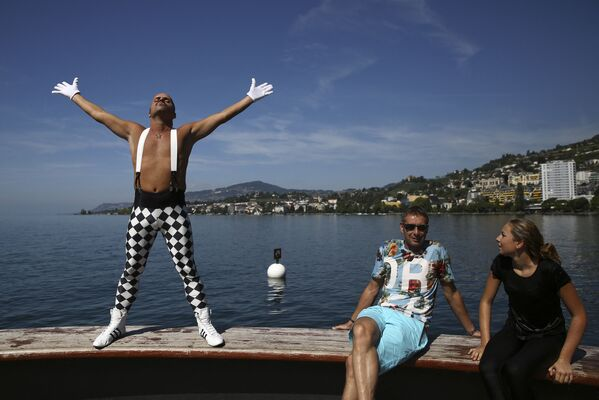 Eros, fan di Freddie Mercury dall'Italia, posa l'8 settembre 2018 a Montreux, mentre i fan si riuniscono come ogni anno per festeggiare il compleanno della star. - Sputnik Italia
