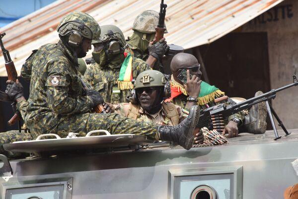 Situazione caotica in Guinea, con notizie contrastanti che si susseguono sull'esito di un colpo di stato da parte di alcuni militari contro il presidente in carica Alpha Condé. - Sputnik Italia
