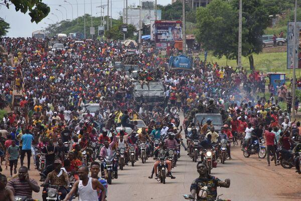 Il colpo di stato era iniziato la mattina di domenica, quando si erano sentiti una serie di colpi di pistola vicino al palazzo presidenziale nella capitale Conakry. - Sputnik Italia