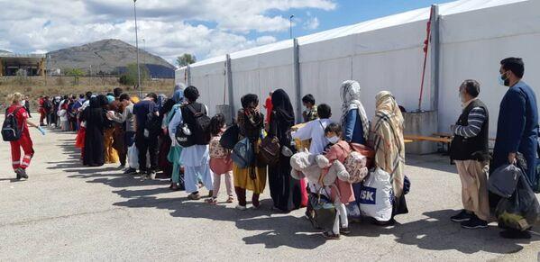 Avezzano, comune abruzzese di 40.000 abitanti, è la destinazione temporanea di circa 2.000 dei 4.890 rifugiati afghani arrivati nei giorni scorsi in Italia, con l'operazione Aquila Omnia. - Sputnik Italia