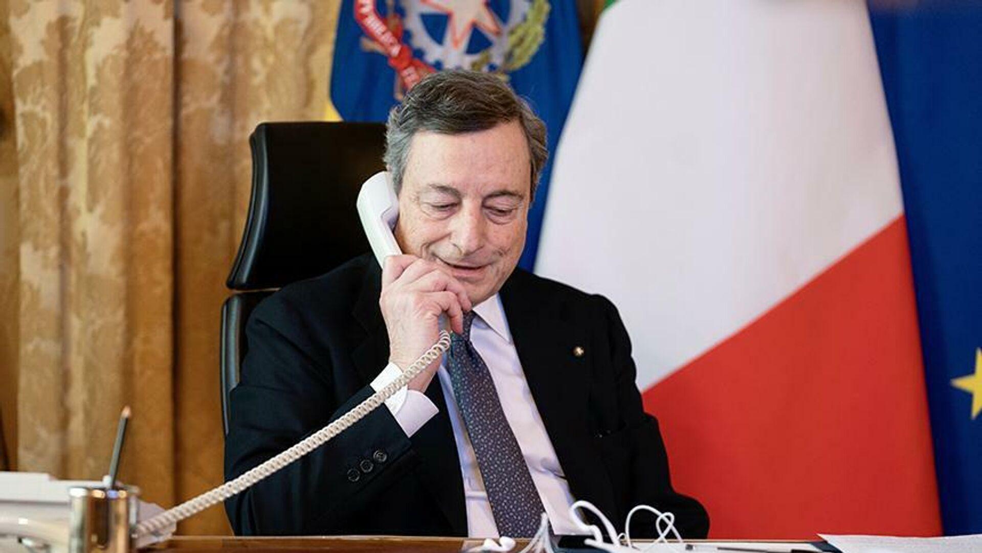 Il premier Draghi al telefono - Sputnik Italia, 1920, 07.09.2021
