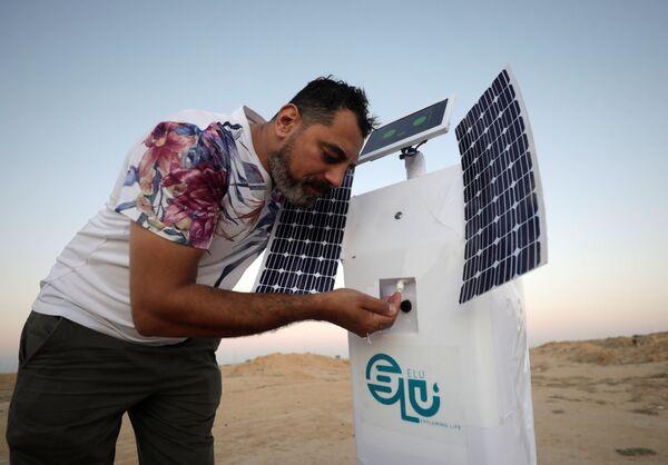 El-Komy afferma che il robot avrebbe la capacità di svolgere le sue attività in ambienti più ostili di quelli terrestri, come durante i voli spaziali o persino su Marte. - Sputnik Italia