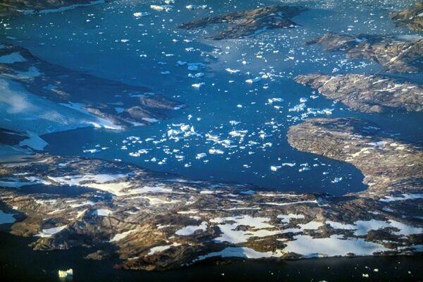 Lo scorso 28 luglio, in un solo giorno, si è trasformata in acqua una massa di ben 22 miliardi di tonnellate di ghiaccio, di cui 12 sono direttamente finite nell'oceano e le restanti 10 sono state assorbite dalla calotta glaciale e possono quindi ricongelare. - Sputnik Italia