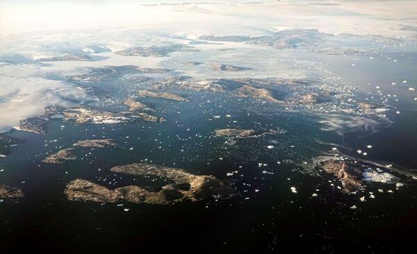 La calotta glaciale della Groenlandia, negli ultimi decenni, ha perso più ghiaccio e ha contribuito maggiormente all'innalzamento del livello del mare, poiché la Terra si è riscaldata a causa delle emissioni di anidride carbonica e altri gas che trattengono il calore. - Sputnik Italia