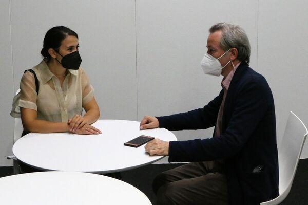 Evgeny Utkin parla con il neo presidente del Salone del Mobile Milano Maria Porro - Sputnik Italia