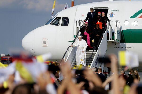 Papa Francesco, conclusa la sua visita di poche ore a Budapest, è arrivato in Slovacchia, seconda tappa del suo viaggio, dove resterà fino a mercoledì prossimo. - Sputnik Italia