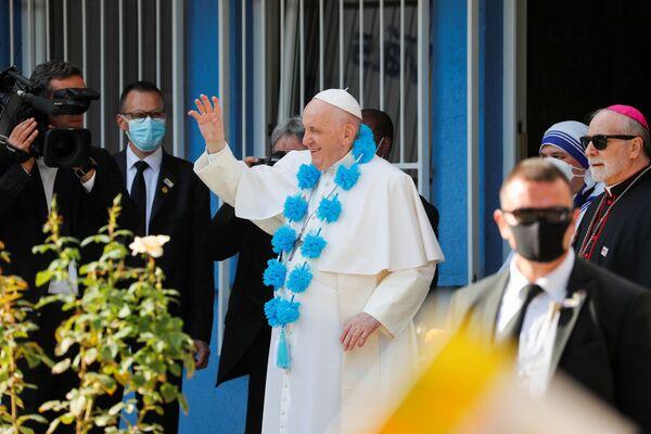 Il Papa ha anche visitato gli ospiti del centro Betlemme, dove le suore della carità assistono i senzatetto che qui trovano ascolto e conforto. - Sputnik Italia