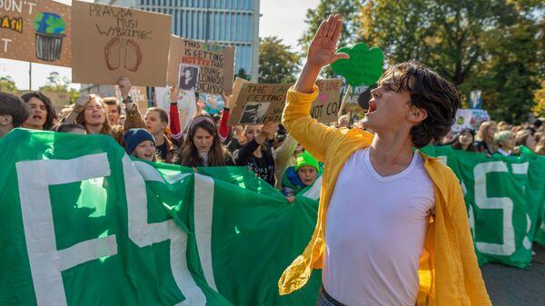 Протесты под девизом Fridays For Future в Варшаве - Sputnik Italia
