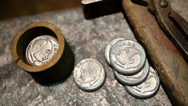 Сувенирные монеты с изображением президента Российской Федерации Владимира Путина - Sputnik Italia
