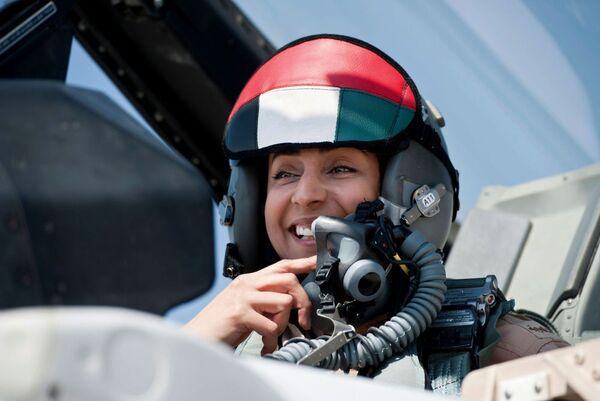 Mariam al-Mansouri, prima donna pilota degli Emirti Arabi Uniti - Sputnik Italia