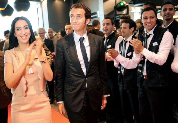 Salwa Idrissi Akhannouch, fondatrice della società Aksal Group e il presidente di FNAC Francia, Alexandre Bompard - Sputnik Italia