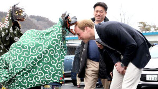 Il principe William viene accolto da delle ballerine in Giappone - Sputnik Italia