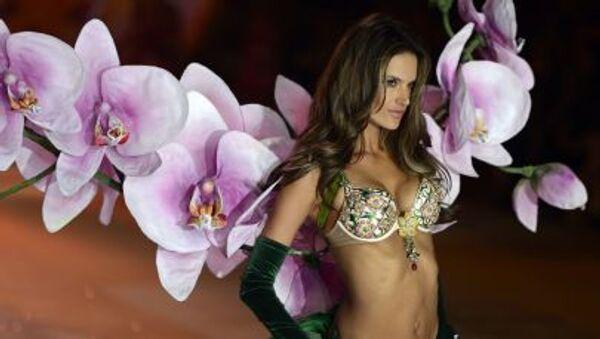 La modella brasiliana Alessandra Ambosio - Sputnik Italia