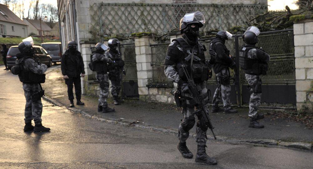 Dopo la sparatoria in redazione di Charlie Hebdo le forze speciali  francesi sono sempre all`erta