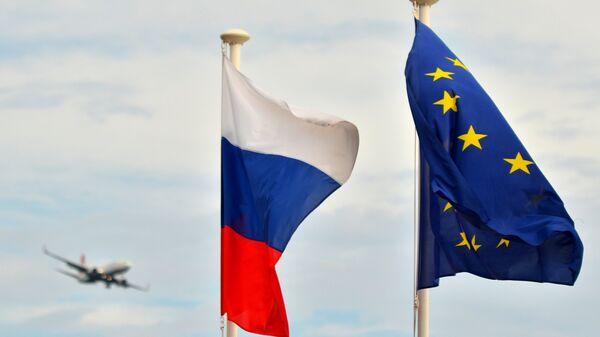 Bandiere della Russia e della UE - Sputnik Italia