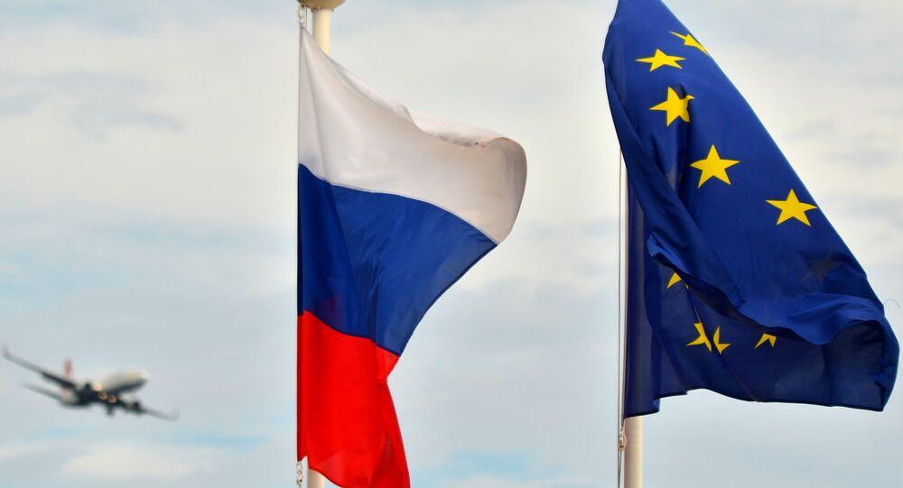 Bandiere della Russia e della UE