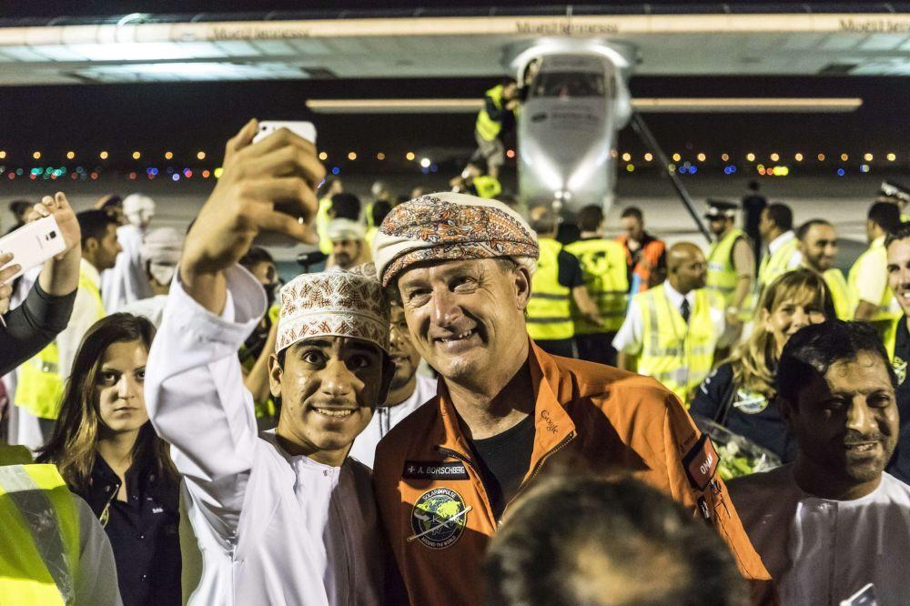 Accoglienza trionfale per il pilota di Solar Impulse.