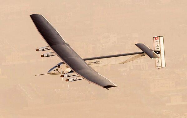 Un volo di test sopra Abu Dhabi condotto dal Solar Impulse 2 - Sputnik Italia