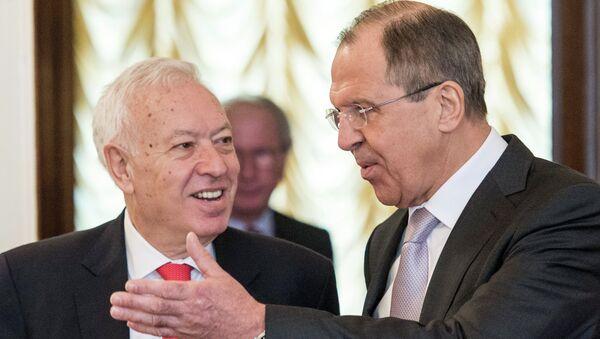 Министр иностранных дел РФ Сергей Лавров (справа) во время встречи с главой МИД Испании Хосе Мануэлем Гарсией-Маргальо в Москве - Sputnik Italia