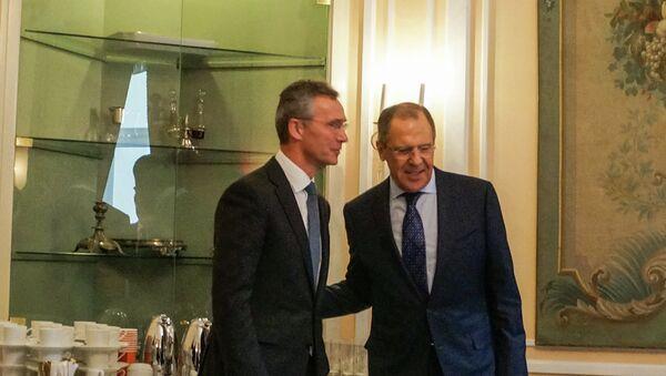 Министр иностранных дел России С.В.Лавров встретился с Генеральным секретарем НАТО Й.Столтенбергом, Мюнхен, 7 февраля 2015 года - Sputnik Italia