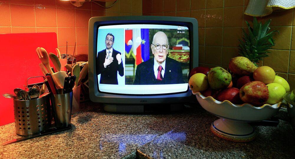 Il  Presidente Giorgio Napolitano  annuncia le dimissioni  per TV . Roma,  il 31 dicembre  2014
