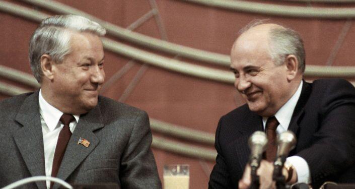 Boris Eltsin e Mikhail Gorbacev