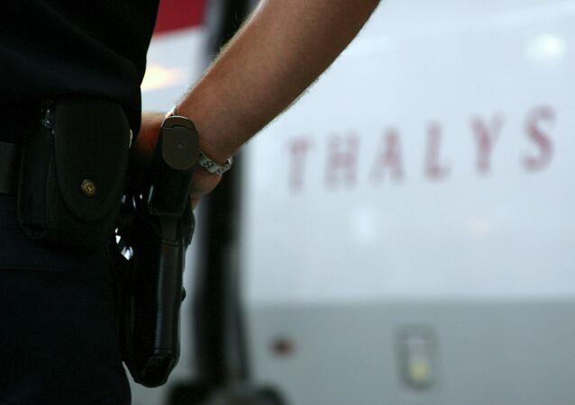 Forze di sicurezza a Parigi