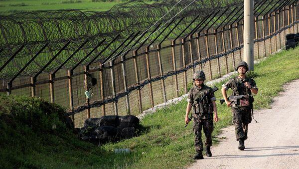 Pattuglia sudcoreana al confine con la Corea del Nord - Sputnik Italia