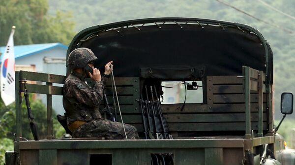 Militare sudcoreano al confine con Corea del Nord - Sputnik Italia