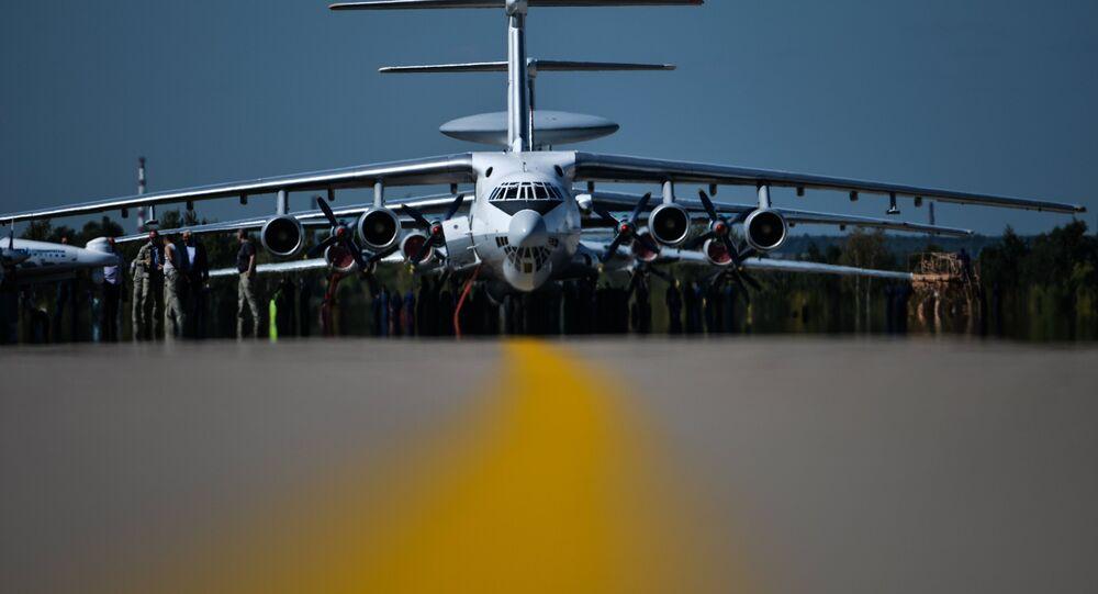 L`aereo russo Ilyushin 76 aircraft all`apertura di MAKS 2015