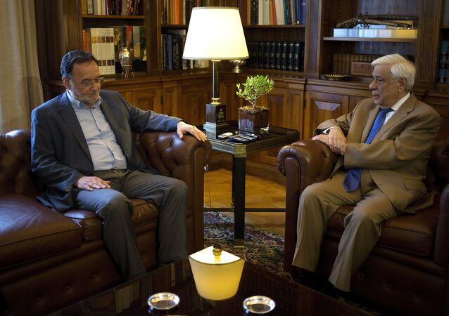 Panagiotis Lafazanis, leader di Unità Popolare  ha ricevuto oggi dal presidente greco, Prokopis Pavlopoulos, il mandato per formare un nuovo governo