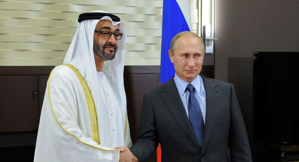 Vladimir Putin e Mohammed bin Zayed bin Sultan Al Nahyan (foto d'archivio)