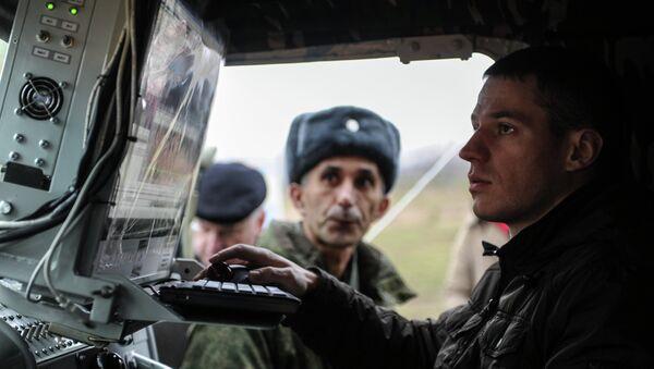Militare russo addetto alla guerra elettronica - Sputnik Italia