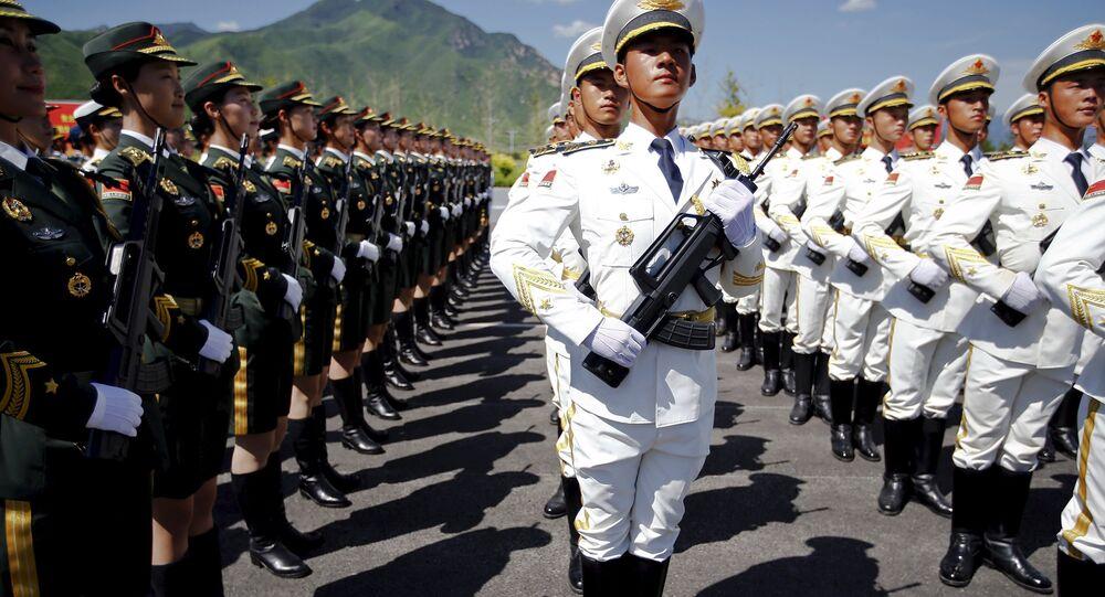 Militari cinesi si preparono alla Parata