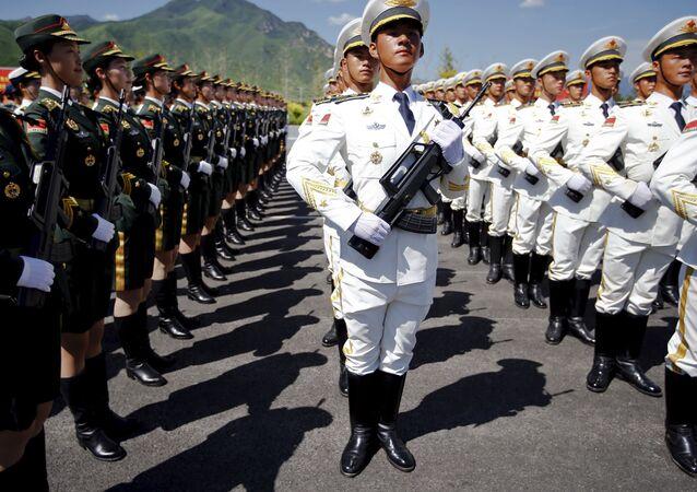 I militari cinesi si preparono alla parata