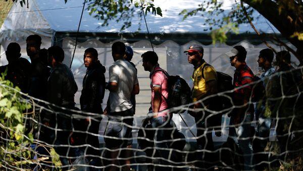 Migranti nella città serba di Presevo - Sputnik Italia