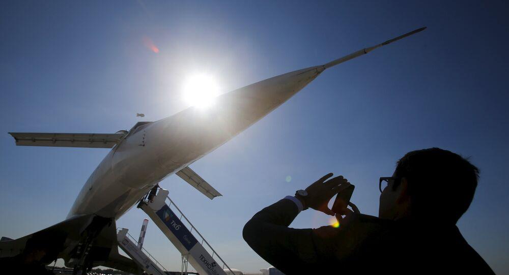 Il Tupolev Tu-144, aereo passeggeri supersonico di epoca sovietica.