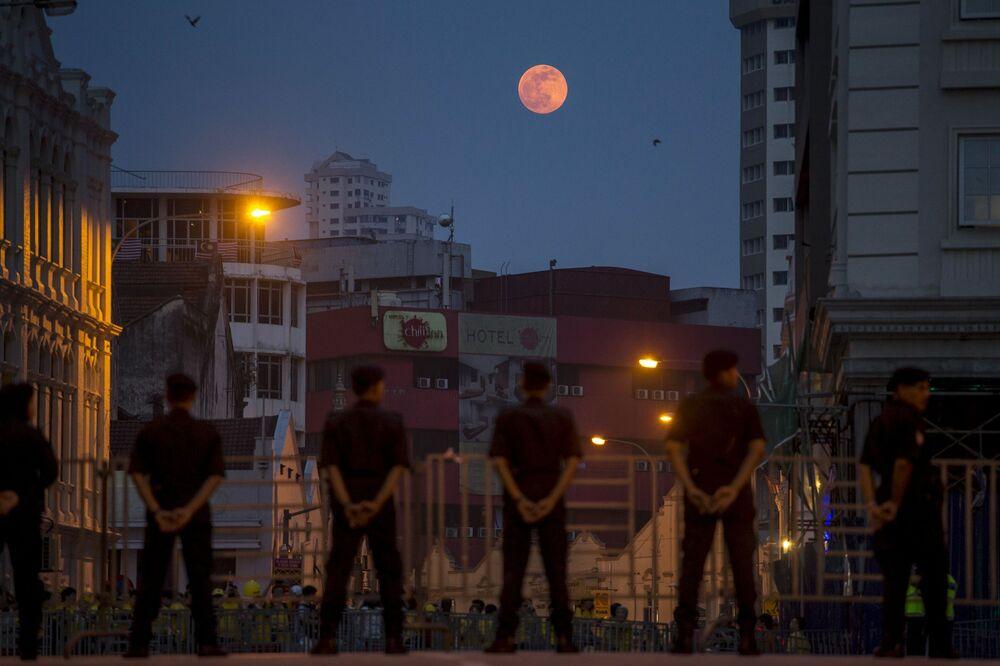 Superluna in Malesia