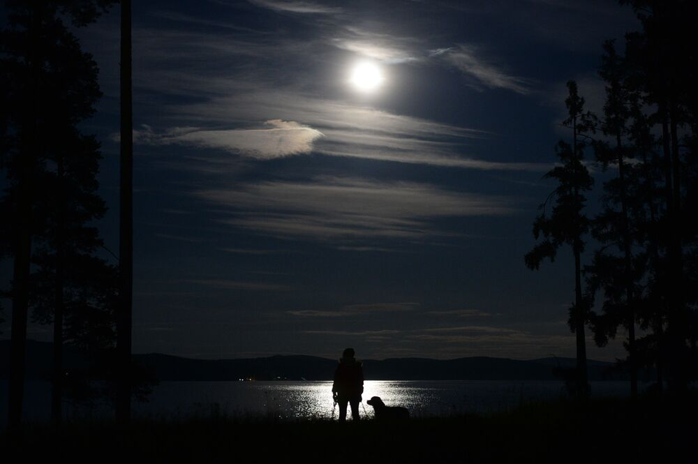 Superluna nella Oblast' di Sverdlovsk, Russia.