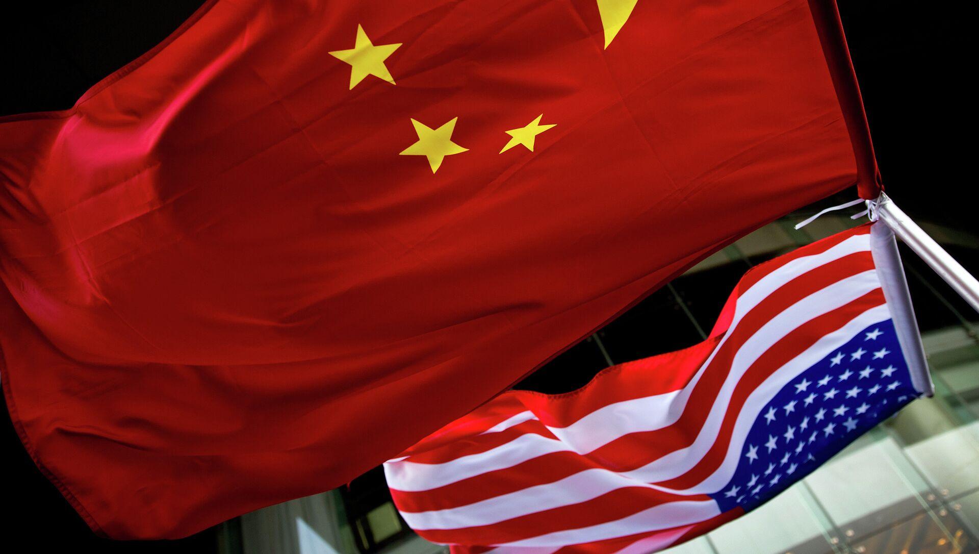Bandiere degli USA e Cina - Sputnik Italia, 1920, 10.03.2021