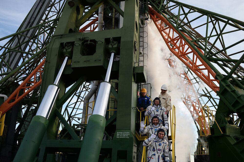 Il lancio della navicella Soyuz TMA-18M dal cosmodromo di Bajkonur.