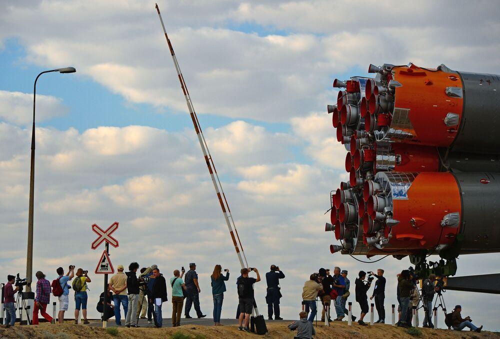 Trasportazione e installazione del razzo Soyuz ТМА-18М al cosmodromo di Bajkonur.