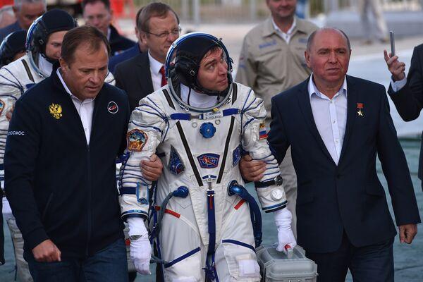 Il cosmonauta russo Sergei Volkov prima del lancio del Soyuz TMA-18M dal cosmodromo di Bajkonur. - Sputnik Italia